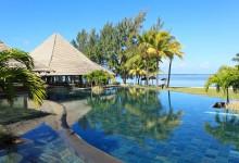 Heritage-Le-Telfair-Golf-&-Wellness-Resort-Pool-Strand-Ansicht