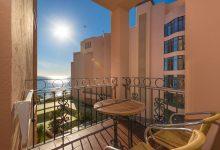 Fuerte-Marbella-Doppelzimmer-seitlicher-Meerblick-Balkon-Ausblick