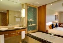 Arabella-Hotel-Spa-Deluxe-Doppelzimmer-Badezimmer