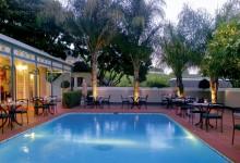 Grande-Roche-Bistro-Pool