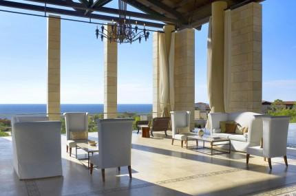 The-Romanos-Open-Air-Lobby