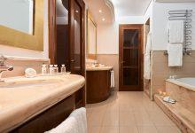 Pure-Salt-Port-Adriano-Junior-Suite-Whirlpool-Badezimmer