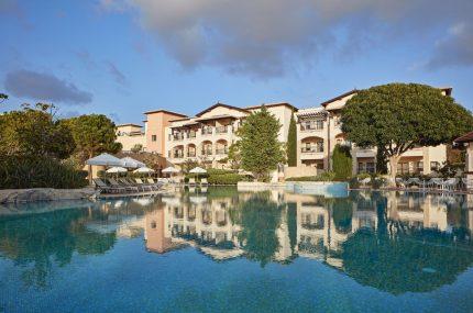 Aphrodite-Hills-Resort-Hotel-Außenansicht