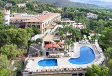 Castillo-Son-Vida-Außenansicht-mit-Pool